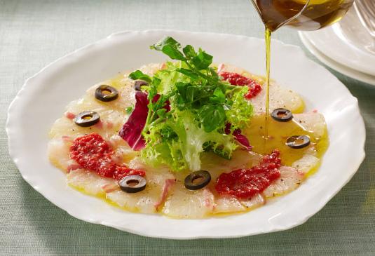 白身魚のカルパッチョ トマトソース
